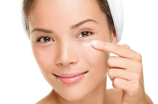 Augencreme, Nachtcreme und Tagescreme- Wie sollten Sie diese Kosmetikprodukte auftragen?