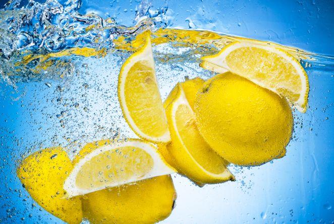 DIY Gesichtswässer Zitrone und Petersilien.