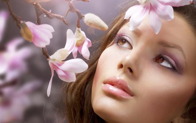 Die Creme aus Gänseblümchen besigt Akne und Schwellungen.