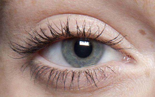 Lange und dichte Wimpern – beste Methoden für einen schönen Blick